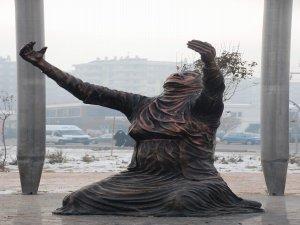 Diyarbakır'da Uludere'de hayatını kaybedenler için anıt dikildi