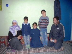 Husumet yüzünden köyünü terk eden aile yardım bekliyor