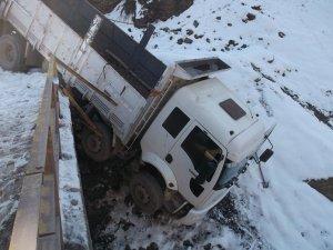 Diyarbakır'da yollarda oluşan buz kazaya neden oldu