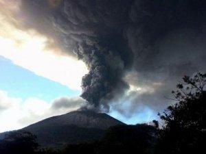 Salvador yanardağında hareketli saatler