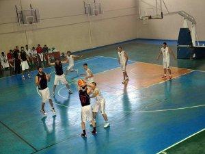 Bağlar belediyesi Bitlis gençlikspor'u 40 sayı farkla yendi