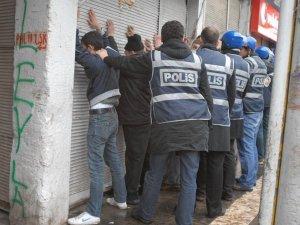 Yılın son ayında da 243 gözaltı, 31 tutuklama
