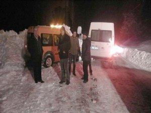 Hakkari-Şırnak karayolunda mahsur kalanlar kurtarıldı