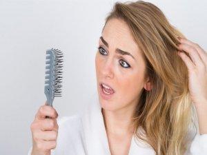 Saç dökülmesini doğal yollarla engelleyin