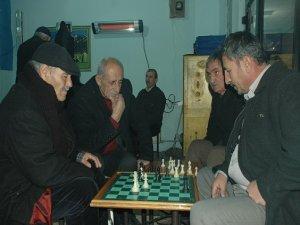 Kötü alışkanlıklara karşı satranca davet!