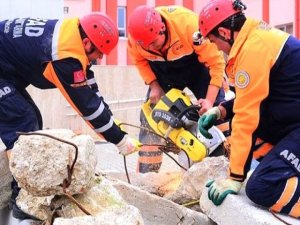 Siirt'te İki Katlı Ev Çöktü: 3 Ölü, 2 Yaralı