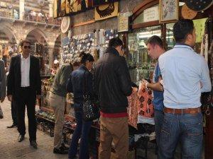 Diyarbakır'a gelen turistler esnafın yüzünü güldürüyor
