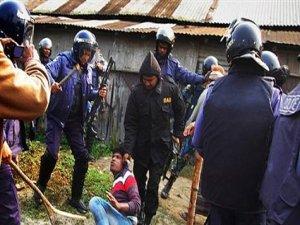 Bangladeş'te kanlı seçim: 21 ölü