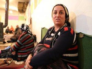 Depremzedeler: Yetkililer bizi bir film olarak izliyor