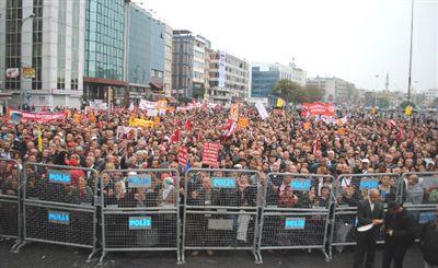 'Devletin Alevisi olmayacağız' diyen Aleviler Kadıköy'e akıyor