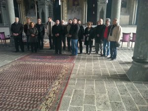 Tarihi Surp Giragos kilisesi'nde ayin töreni