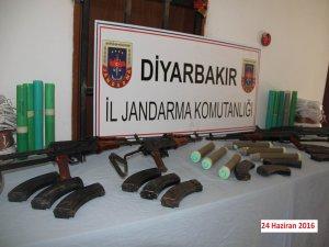 Diyarbakır'da düzenlenen müşterek operasyonda çok sayıda silah ve mühimmat ele geçirildi
