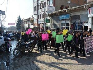 Kadınlar 'kadın kırımını' yürüyüş ile protesto etti