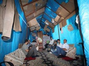 Bayramı çadırlarda karşıladılar