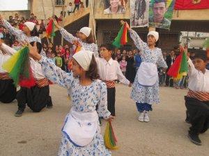 Li Rojava bingehê çand û hunera azad ava dikin