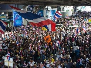 Tayland'da protestocular devlet binalarını hedef aldı