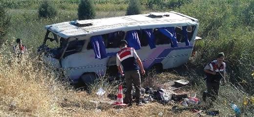 İşçileri taşıyan otobüs devrildi: 33 yaralı