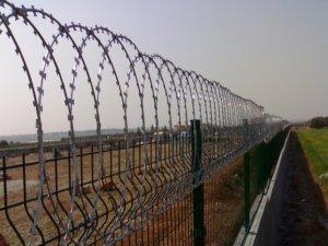 Türkiye Kürtlere karşı, Bulgaristan Türklere karşı  sınırına tel örgü çekiyor