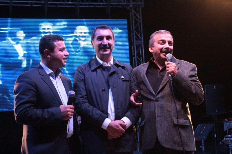 Ferhat Tunç 30. sanat yılını konserle kutladı