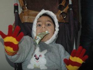 Engelli mülteci çocuk tedavi edilmiyor!