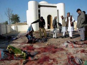 Pakistan'da intihar saldırısı: 13 ölü
