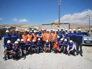 Yüksekova'daki enerji nakil hatları onarılıyor