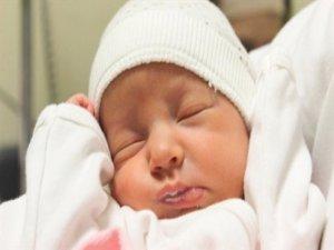 Reflülü bebeğin annesine, kalkan görevi gören 10 öneri