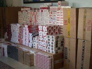 Diyarbakır'da 1 ton 300 kilo esrar, 31 bin paket sigara ele geçirildi
