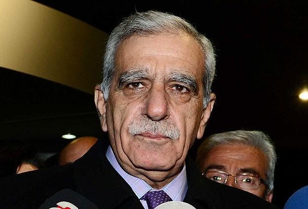 Turk: Li Tirkiyeyê çêkirina dîwaran bi rastî jî şerm e
