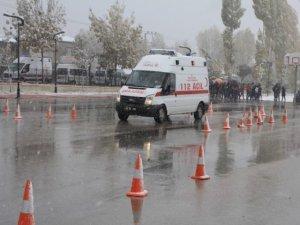 Ambulans şoförlerine ileri sürüş eğitimi