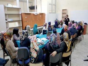 """Tatvan'da kadın kursiyerlere """"girişimcilik"""" semineri"""