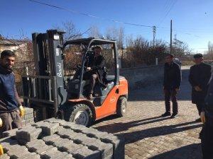 Adilcevaz'da kilitli parke döşeme çalışmaları devam ediyor