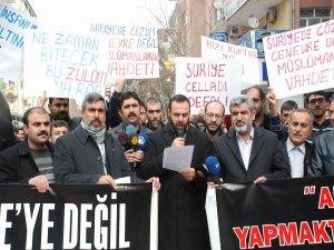 Suriye'deki katliamlar protesto edildi