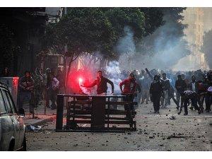 Mısır'da gösterilerde 49 kişi öldü