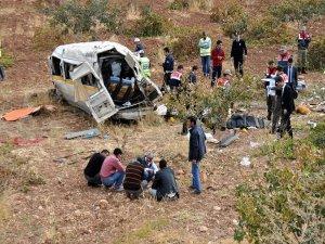 Şanlıurfa'da servis minibüsü devrildi: 6 ölü, 11 yaralı