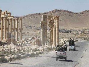 DEAŞ Palmira'yı yeniden ele geçirdi