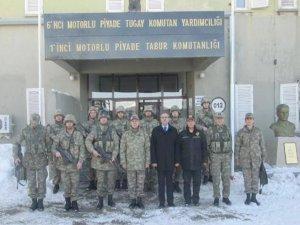 Vali Su'dan askeri birliğe ziyaret