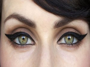 Eyeliner veya göz kalemi kullanmak…