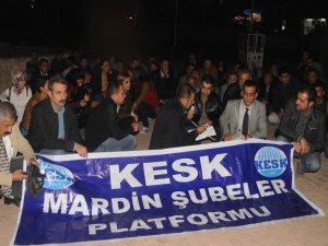 93 STK 'utanç duvarı'nı yürüyüşle protesto etti