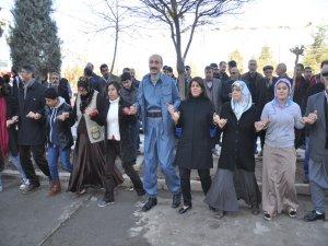 """BDP Yenişehir""""de halaylı açılış"""