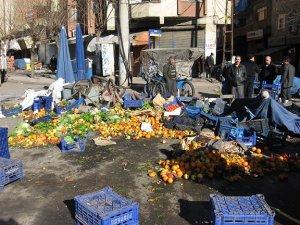 Diyarbakır'da seyyar satıcılara gece baskını