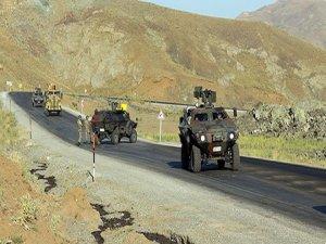 Askeri aracının geçişi sırasında patlama