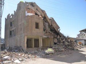 Yüksekova'da yıkım çalışması