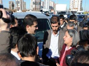 Diyarbakır'da polis kendini gazeteci olarak tanıtıyor!