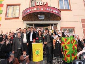 """BDP'den """"bayrak kavgası"""" açıklaması"""