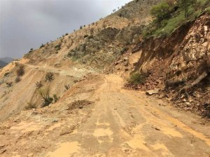 Sason ve Kozluk ilçelerinde kapanan köy yolları ulaşıma açıldı