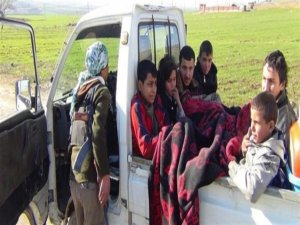 Bi hezaran kes koçî Efrînê dike