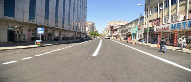 Asfaltlanan sokaklara yol çizgileri çizildi