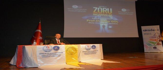 Diyarbakır'da zoru başaranlar semineri