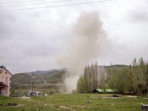 Ovacık'ta yola tuzaklanan patlayıcı imha edildi